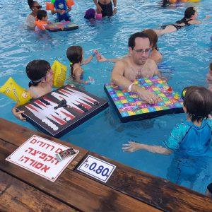 משחק דמקה צף לבריכה